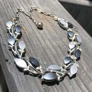 Vintage leaves chocker necklace